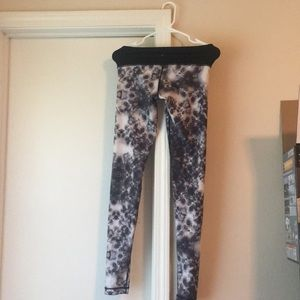 Lululemon speed tight floral W~B